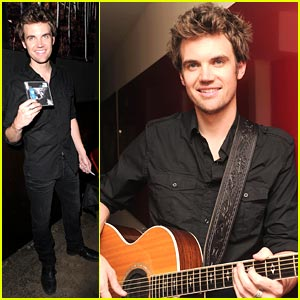 Tyler Hilton Cranks Up the Canal Room