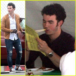 Kevin Jonas: Fingerless Gloves Guy