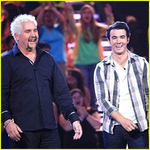 Kevin Jonas' Minute To Win It on TONIGHT!