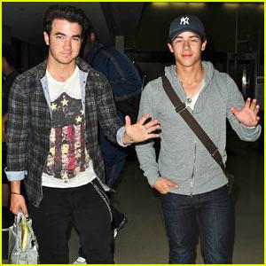 Nick & Kevin Jonas: LAX Lads