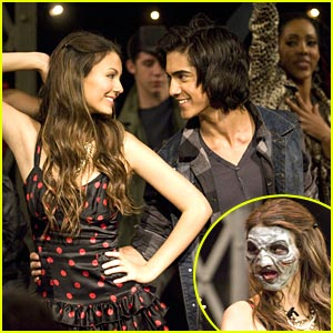 Victoria Justice is a Zombie!