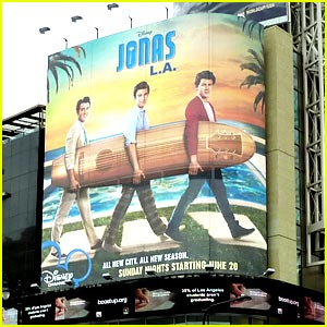 Jonas Brothers Walk Across Hollywood & Highland!