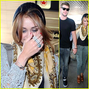 Miley Cyrus & Liam Hemsworth: LaGuardia Lovers