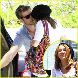 Miley Cyrus & Liam Hemsworth: Petco Pair