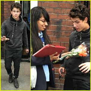 Nick Jonas: Flowers From Fans!
