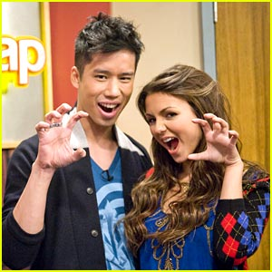 Just Jared Guest Stars on Victorious!