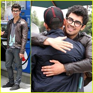 Joe Jonas Has a Paty's Posse