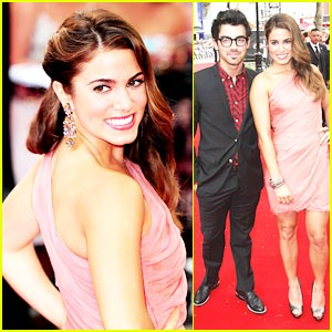Nikki Reed & Joe Jonas: Eclipse Premiere in London!