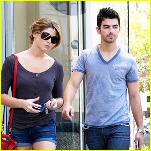 Joe Jonas & Ashley Greene: Coffee Date!
