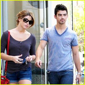 Joe Jonas & Ashley Greene: Coffee Date!