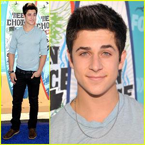 David Henrie - Teen Choice Awards 2010 Red Carpet