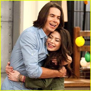 iCarly's Hot Room Rakes in the Ratings!