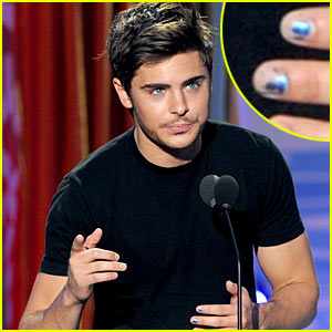 Zac Efron: Blue Nail Polish at TCAs!