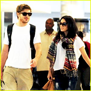 Zac Efron & Vanessa Hudgens: Vacation in Maui!
