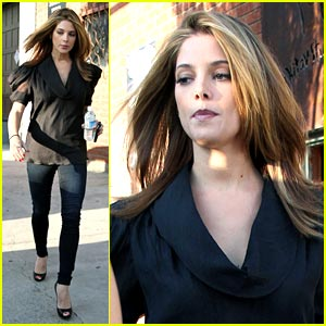 Ashley Greene is Kitay Cute