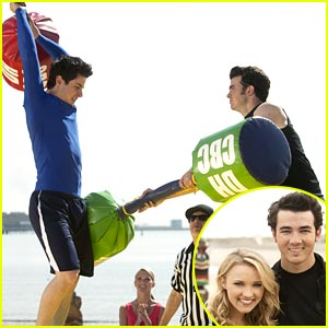 David Henrie & Emily Osment on JONAS L.A. -- FIRST LOOK!