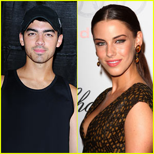Joe Jonas: 90210's Newest Star!