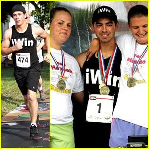 Joe & Nick Jonas: iWin Fun Run in Florida!