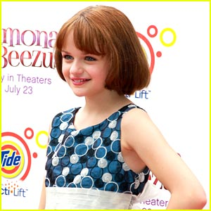 Joey King: Serving Up Peppers at Chili's TONIGHT!