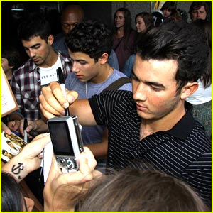The Jonas Brothers are Montreal Men