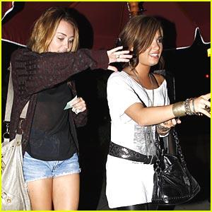 Miley Cyrus & Demi Lovato: Jerry's Deli Duo
