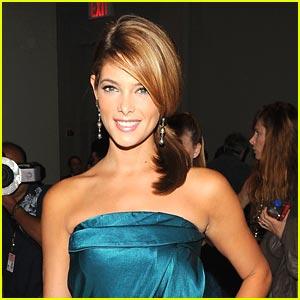 Ashley Greene: Fashion Forward Hostess!