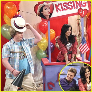 Demi Lovato: Kisses For $1!