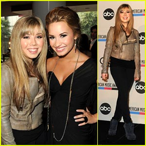 Jennette McCurdy: AMA Announcer with Demi Lovato!