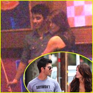 Joe Jonas & Ashley Greene: Pool Pair