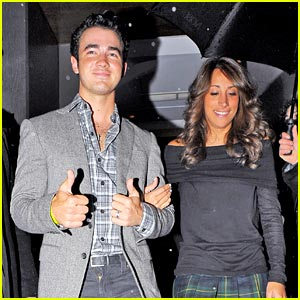 Kevin & Danielle Jonas: London Lovers
