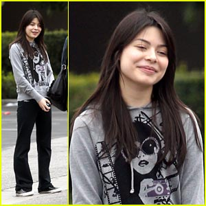 Miranda Cosgrove: Dancing for KissMas Bash!