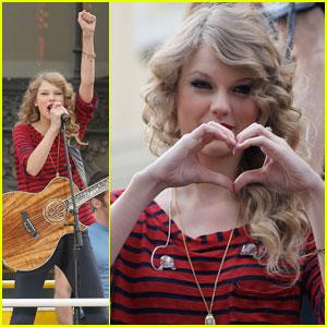 Taylor Swift: Double-Decker Bus Performance!