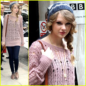 Taylor Swift: Pink Sweater Pretty