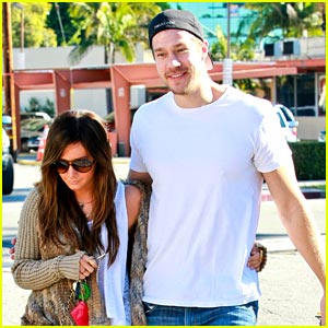 Ashley Tisdale & Scott Speer: Thanksgiving Hosts!