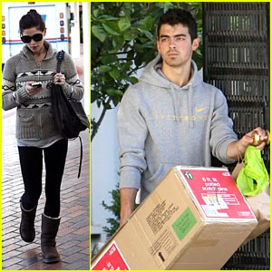 Joe Jonas & Ashley Greene: Christmas Tree Time!