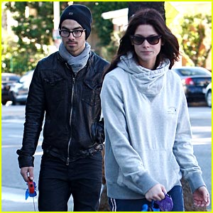 Joe Jonas &#038; Ashley Greene: Dog Walker Duo
