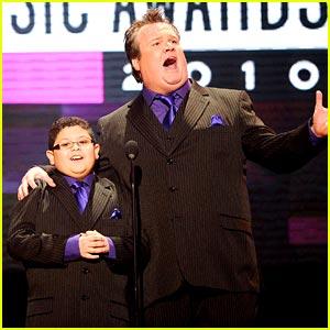 Rico Rodriguez & Eric Stonestreet: Suit Twins!