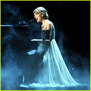 Taylor Swift: 'Back To December' at CMA Awards -- VIDEO