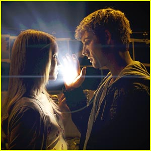 Alex Pettyfer & Dianna Agron Light Up The Dark