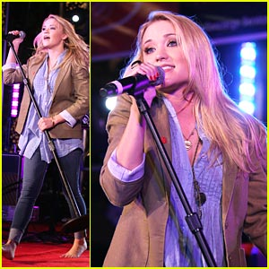 Emily Osment: Red Kettle Concert Cutie!