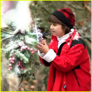 Oliver Richman: 'One Little Christmas Tree' Video!