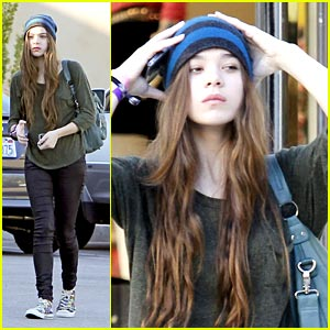 Hailee Steinfeld: Let's Go To The Mall!