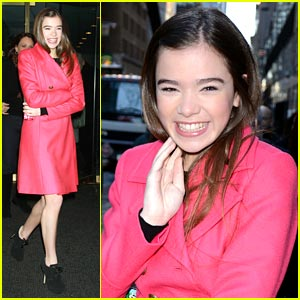 Hailee Steinfeld To Present at Golden Globes!