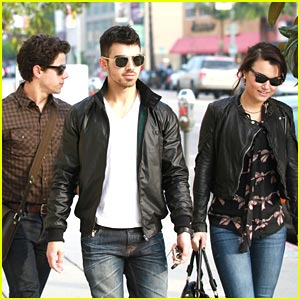 Nick & Joe Jonas: Lunch Date with Samantha Barks