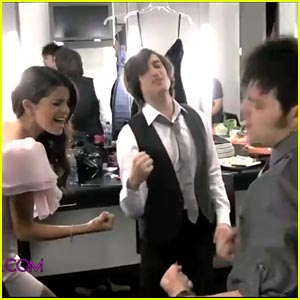 Selena Gomez & The Scene 'Want It That Way'
