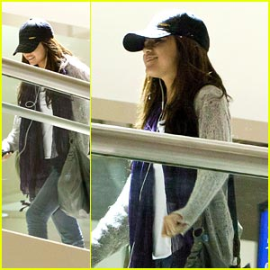 Selena Gomez: Smiling All The Way Back to L.A.