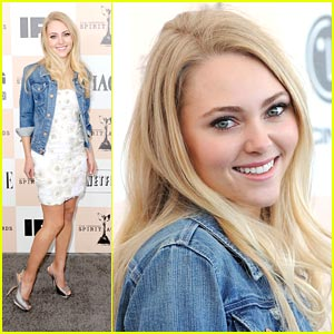 AnnaSophia Robb Was Terrified of the Sharks!