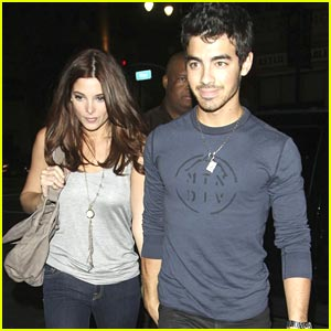 Joe Jonas & Ashley Greene: TrunkshowLA Lovers