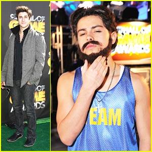 Jake T. Austin Grows A Beard!