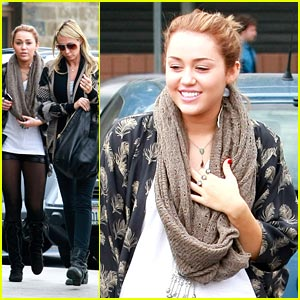 Miley Cyrus: Brunch at Bea Bea's with Mom Tish